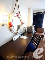 パタヤ ノースパタヤのホテル : エーワン ザ ロイヤル クルーズ ホテル(A-One The Royal Cruise Hotel)のスーペリア / ニューウイングルームの設備 Writing Desk