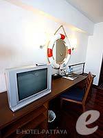 パタヤ ノースパタヤのホテル : エーワン ザ ロイヤル クルーズ ホテル(A-One The Royal Cruise Hotel)のスーペリア / メインウイングルームの設備 Television