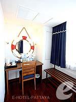 パタヤ ノースパタヤのホテル : エーワン ザ ロイヤル クルーズ ホテル(A-One The Royal Cruise Hotel)のデラックスルームの設備 Writing Desk