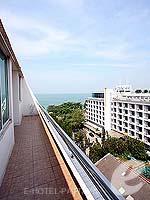 パタヤ ノースパタヤのホテル : エーワン ザ ロイヤル クルーズ ホテル(A-One The Royal Cruise Hotel)のデラックスルームの設備 Balcony