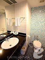 パタヤ ノースパタヤのホテル : エーワン ザ ロイヤル クルーズ ホテル(A-One The Royal Cruise Hotel)のデラックスルームの設備 Bathroom