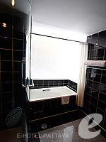 パタヤ ノースパタヤのホテル : エーワン ザ ロイヤル クルーズ ホテル(A-One The Royal Cruise Hotel)のミニ スイートルームの設備 Bathroom