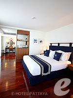 パタヤ ノースパタヤのホテル : エーワン ザ ロイヤル クルーズ ホテル(A-One The Royal Cruise Hotel)の ロイヤル スイート 1ベッドルームルームの設備 Bedroom