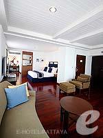 パタヤ ノースパタヤのホテル : エーワン ザ ロイヤル クルーズ ホテル(A-One The Royal Cruise Hotel)の ロイヤル スイート 1ベッドルームルームの設備 Living Room