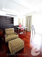 パタヤ ノースパタヤのホテル : エーワン ザ ロイヤル クルーズ ホテル(A-One The Royal Cruise Hotel)の ロイヤル スイート 1ベッドルームルームの設備 Sofa
