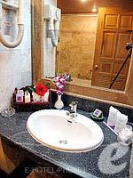 プーケット スパ併設のホテル : アブソリュート シーパール ビーチリゾート(Absolute Sea Pearl Beach Resort)のスーペリアルームの設備 Bathroom