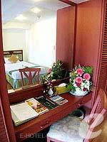 プーケット スパ併設のホテル : アブソリュート シーパール ビーチリゾート(Absolute Sea Pearl Beach Resort)のデラックスルームの設備 Dresser