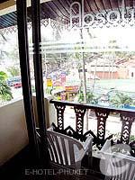 プーケット スパ併設のホテル : アブソリュート シーパール ビーチリゾート(Absolute Sea Pearl Beach Resort)のデラックスルームの設備 Balcony