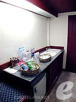 プーケット スパ併設のホテル : アブソリュート シーパール ビーチリゾート(Absolute Sea Pearl Beach Resort)のデラックスルームの設備 Minibar