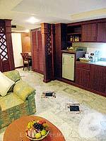 プーケット スパ併設のホテル : アブソリュート シーパール ビーチリゾート(Absolute Sea Pearl Beach Resort)のジュニアスイートルームの設備 Living Area