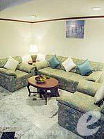 プーケット スパ併設のホテル : アブソリュート シーパール ビーチリゾート(Absolute Sea Pearl Beach Resort)のジュニアスイートルームの設備 Living Room