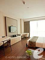バンコク カップル&ハネムーンのホテル : アデルフィ スイーツ(Adelphi Suites)のスタジオルームの設備 Room View