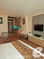 バンコク カップル&ハネムーンのホテル : アデルフィ スイーツ(Adelphi Suites)のスタジオルームの設備 Bedroom