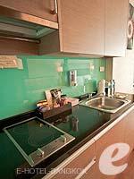 バンコク カップル&ハネムーンのホテル : アデルフィ スイーツ(Adelphi Suites)のスタジオルームの設備 Sink