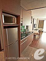 バンコク カップル&ハネムーンのホテル : アデルフィ スイーツ(Adelphi Suites)のスタジオルームの設備 Kitchen