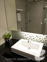 バンコク カップル&ハネムーンのホテル : アデルフィ スイーツ(Adelphi Suites)のスタジオルームの設備 Bathroom