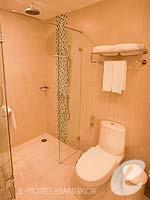 バンコク スクンビットのホテル : アデルフィ スイーツ(Adelphi Suites)のスタジオルームの設備 Bathroom