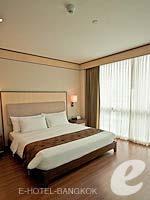バンコク カップル&ハネムーンのホテル : アデルフィ スイーツ(Adelphi Suites)のデラックス ワンベッドルームルームの設備 Bedroom