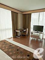 バンコク カップル&ハネムーンのホテル : アデルフィ スイーツ(Adelphi Suites)のデラックス ワンベッドルームルームの設備 Room View
