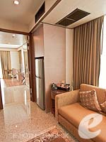バンコク カップル&ハネムーンのホテル : アデルフィ スイーツ(Adelphi Suites)のデラックス ワンベッドルームルームの設備 Corridor