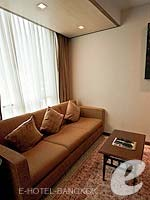 バンコク カップル&ハネムーンのホテル : アデルフィ スイーツ(Adelphi Suites)のデラックス ワンベッドルームルームの設備 Relax Area