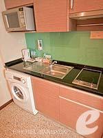 バンコク スクンビットのホテル : アデルフィ スイーツ(Adelphi Suites)のデラックス ワンベッドルームルームの設備 Kitchen