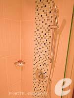 バンコク カップル&ハネムーンのホテル : アデルフィ スイーツ(Adelphi Suites)のデラックス ワンベッドルームルームの設備 Bathroom