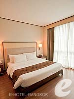 バンコク カップル&ハネムーンのホテル : アデルフィ スイーツ(Adelphi Suites)のエグゼクティブ ワンベッドルームルームの設備 Bedroom