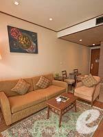 バンコク カップル&ハネムーンのホテル : アデルフィ スイーツ(Adelphi Suites)のエグゼクティブ ワンベッドルームルームの設備 Relax Area