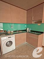 バンコク カップル&ハネムーンのホテル : アデルフィ スイーツ(Adelphi Suites)のエグゼクティブ ワンベッドルームルームの設備 Kitchen