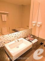 バンコク スクンビットのホテル : アデルフィ スイーツ(Adelphi Suites)のエグゼクティブ ワンベッドルームルームの設備 Bathroom