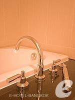 バンコク カップル&ハネムーンのホテル : アデルフィ スイーツ(Adelphi Suites)のエグゼクティブ ワンベッドルームルームの設備 Bathroom
