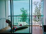 プーケット その他・離島のホテル : アルマリ ラワイ ビーチ レジデンス(Almali Rawai Beach Residence)のグランド デラックスルームの設備 Balcony