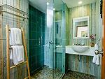 プーケット その他・離島のホテル : アルマリ ラワイ ビーチ レジデンス(Almali Rawai Beach Residence)のファミリー スイートルームの設備 Bath Room