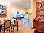 プーケット ファミリー&グループのホテル : アルマリ レジデンス ヴィラ マリ(Almali Residence Villa Mali)の2ベッドルームルームの設備 Dining Area