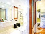 バンコク ラチャダピセーク通りのホテル : アマンタ ラチャダ サービス アパートメント(Amanta Hotel & Residence Ratchada)の1ベッドルーム ジュニア スイート シティ ビュールームの設備 Bath Room