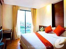 バンコク ラチャダピセーク通りのホテル : アマンタ ラチャダ サービス アパートメント(Amanta Hotel & Residence Ratchada)のお部屋「1ベッドルーム エグジクティブ スイート プール ビュー」