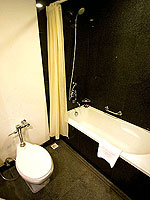 プーケット スパ併設のホテル : アマリ プーケット(Amari Phuket)のデラックスルームの設備 Bath Room