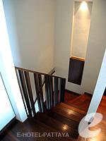 パタヤ ノースパタヤのホテル : アマリ オーシャン ホテル パタヤ(Amari Ocean Hotel Pattaya)のデュプレックススイート/オーシャンタワールームの設備 Stairs