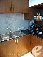 パタヤ ノースパタヤのホテル : アマリ オーシャン ホテル パタヤ(Amari Ocean Hotel Pattaya)のデュプレックススイート/オーシャンタワールームの設備 Kitchen