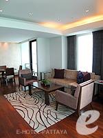 パタヤ ノースパタヤのホテル : アマリ オーシャン ホテル パタヤ(Amari Ocean Hotel Pattaya)のエグジクティブ クラブ オーシャン ビュー / オーシャン タワールームの設備 Living Room
