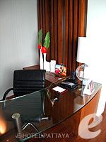 Table : Executive Club Ocean View / Ocean Tower at Amari Ocean Hotel Pattaya, North Pattaya, Pattaya