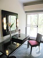 パタヤ ノースパタヤのホテル : アマリ オーシャン ホテル パタヤ(Amari Ocean Hotel Pattaya)のデラックス / ガーデン ウィングルームの設備 Desk
