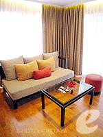 パタヤ ノースパタヤのホテル : アマリ オーシャン ホテル パタヤ(Amari Ocean Hotel Pattaya)の1ベッドルーム スイート / ガーデン ウィングルームの設備 Living Area