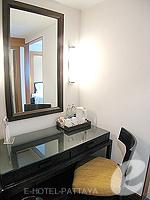 パタヤ ノースパタヤのホテル : アマリ オーシャン ホテル パタヤ(Amari Ocean Hotel Pattaya)の1ベッドルーム スイート / ガーデン ウィングルームの設備 Desk