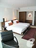Bedroom : Deluxe Tower at Amari Ocean Hotel Pattaya, North Pattaya, Pattaya