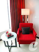 Sofa : Deluxe Tower at Amari Ocean Hotel Pattaya, North Pattaya, Pattaya