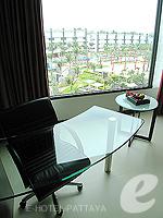 パタヤ ノースパタヤのホテル : アマリ オーシャン ホテル パタヤ(Amari Ocean Hotel Pattaya)のオーシャン デラックス / オーシャン タワールームの設備 Desk