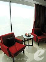 パタヤ ノースパタヤのホテル : アマリ オーシャン ホテル パタヤ(Amari Ocean Hotel Pattaya)のデラックス ファミリー / オーシャン タワールームの設備 Living Area