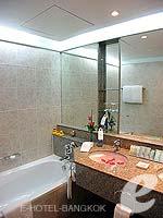 バンコク カップル&ハネムーンのホテル : アマリ ウォーターゲート ホテル & スパ(Amari Watergate Hotel & Spa)のデラックスルームの設備 Bathroom